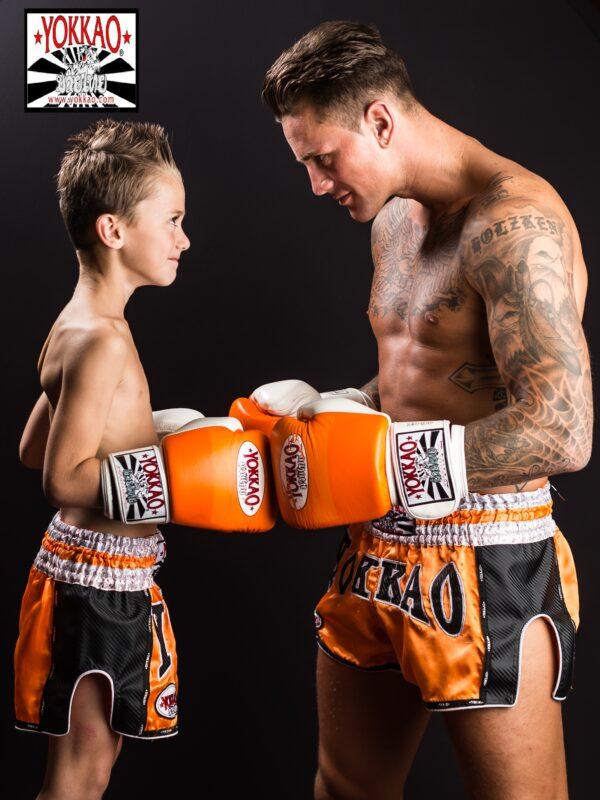 Banner Nieky Holzken met zoon